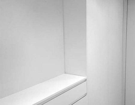 Kuchnie na wymiar – Szafa biała przedpokój